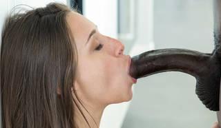 adolescent blanc suce la grosse bite noire